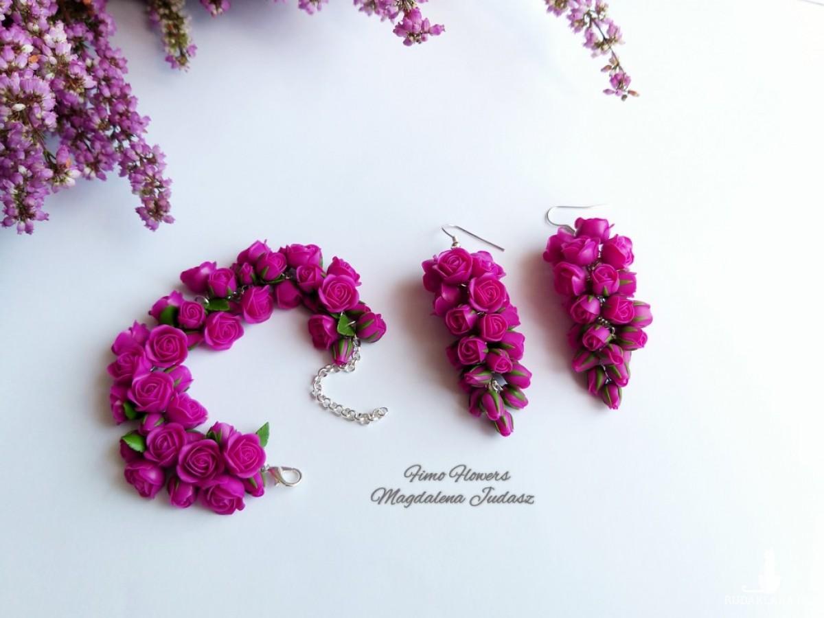 Bransoletka z różyczkami w kolorze fuksji