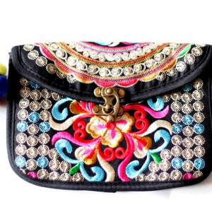 orientalna torebka hmong, dymanicznie, kolorowo, etnicznie