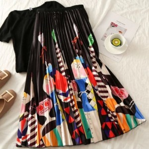 plisowana spódnica rozmiar M/L motyw kolorowe stwoty