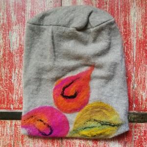 czapka wełniana filcowana bezowa zimowa handmade w kwiaty na podszewce