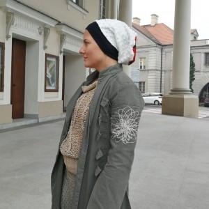 czapka biała damska kolorowa faktura kropek handmade