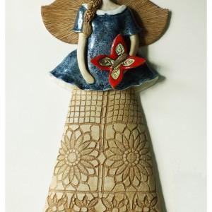 Anioł wiszący z motylem