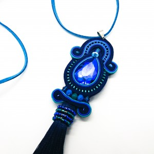 Niebieski wisior z chwostem