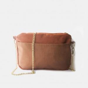 Mała zamszowa torebka na złotym łańcuszku
