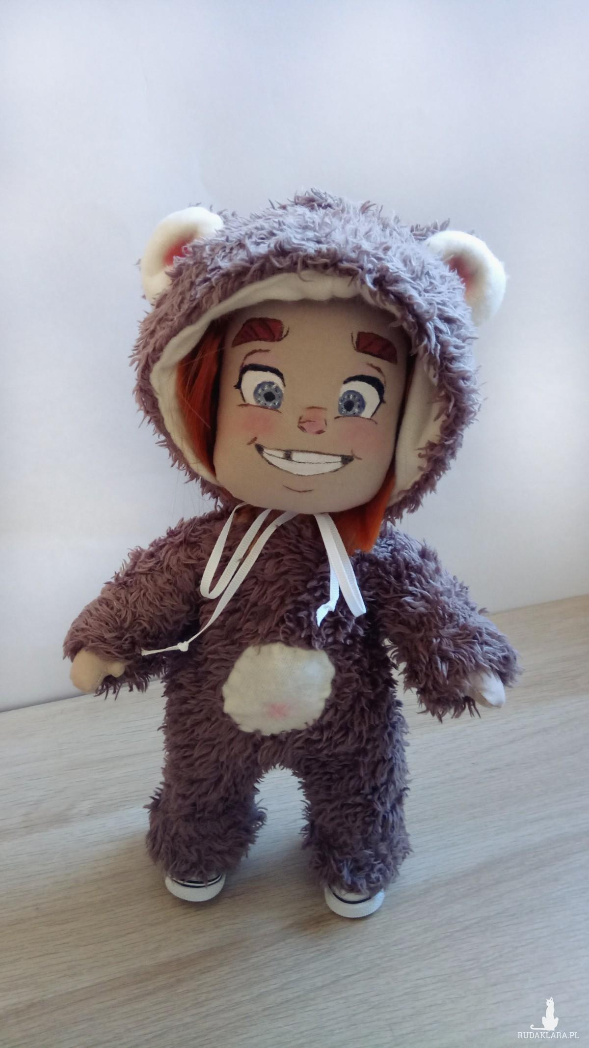Uśmiechnięta lalka misiu