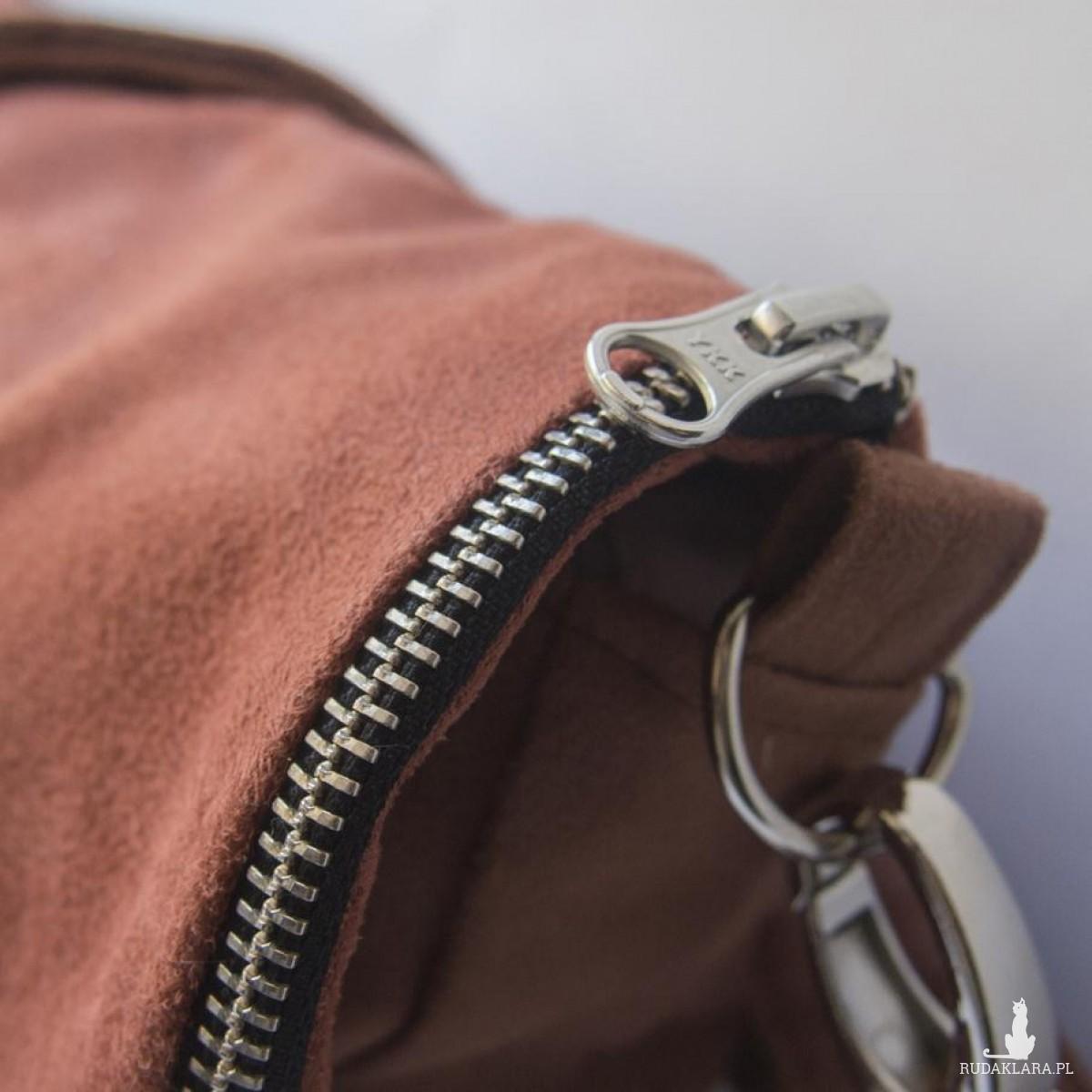 Zamszowa torba na ramię z klapką