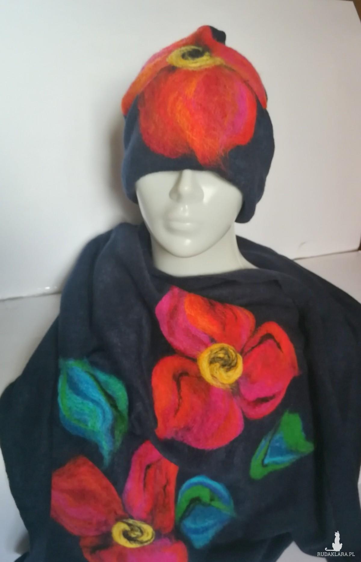komplet wełniany granatowy wełna merynosy kwiaty - wełna z kwiatami zachwyca godzinami- czapka wełniana obwód 59-61cm, miękka, miła na podszewce, komin wełniany, komplet filcowany wełną meryn