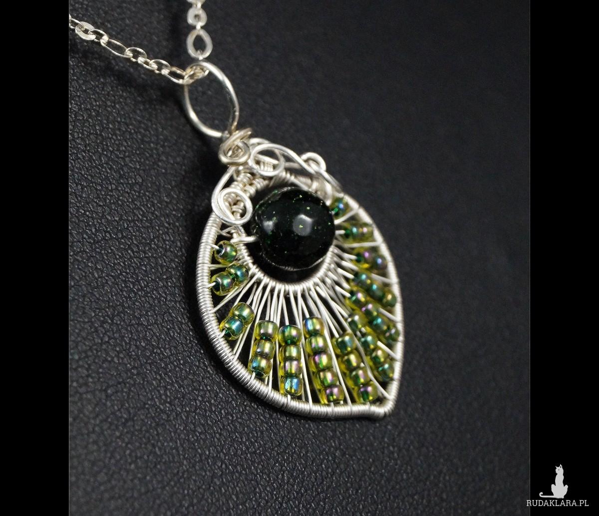 Szmaragd Nilu, Srebrny wisiorek w kształcie listka ze szmaragdem nilowym i szklanymi kulkami, ręcznie wykonany, prezent dla niej, biżuteria