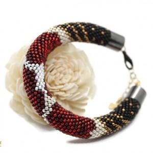 bransoletka z koralików - róże