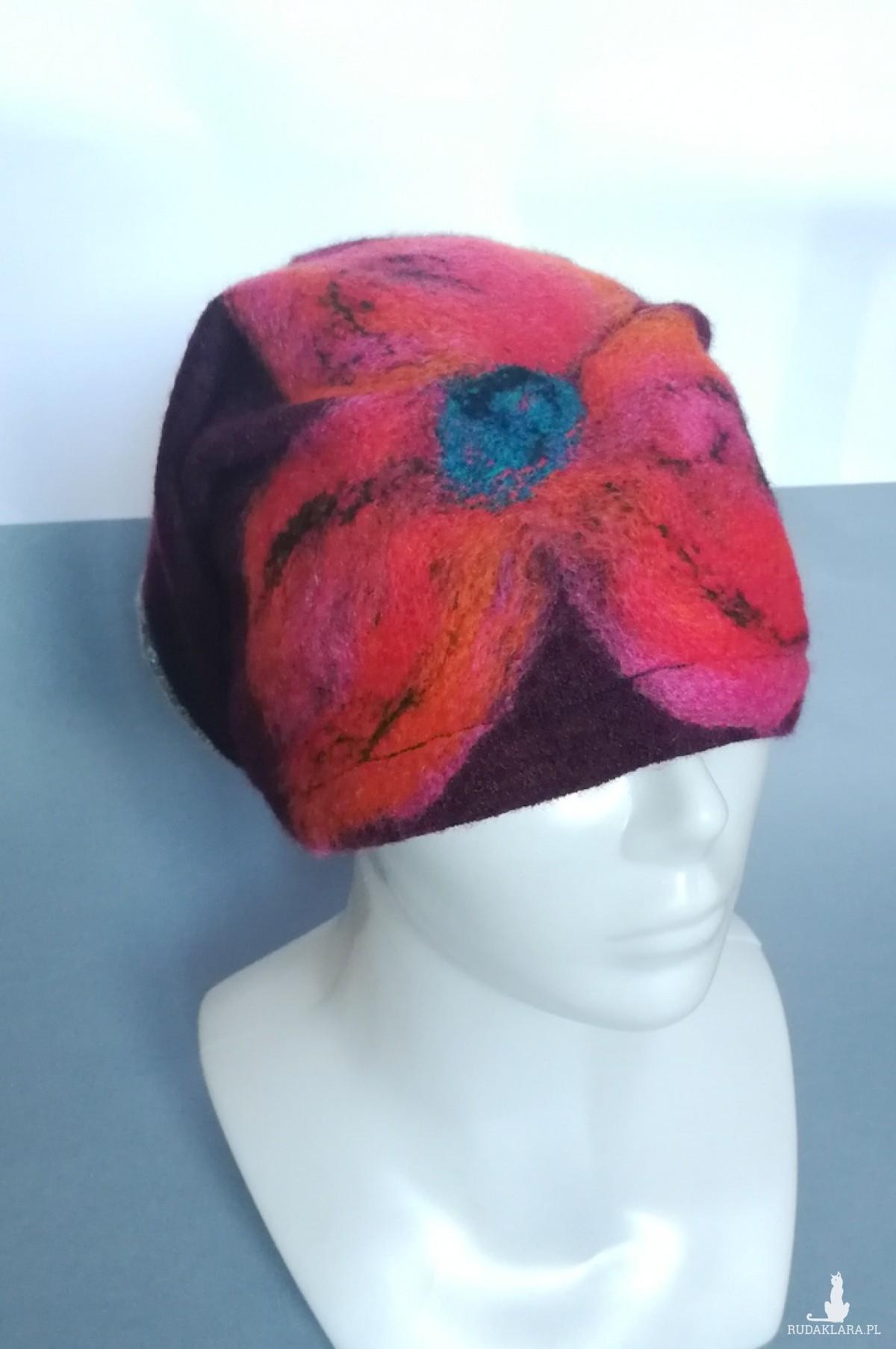 czapka wełniana filcowana bordo  zimowa handmade w kwiaty na podszewce