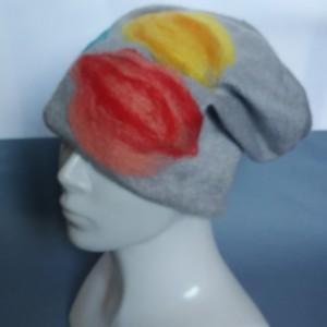 czapka wełniana filcowana szara  zimowa handmade w kwiaty