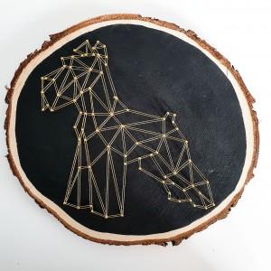 Dekoracja ścienna na plastrze drewnianym złoty foksterier