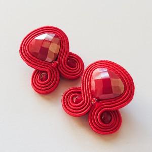 Czerwone sztyfty z kryształkami