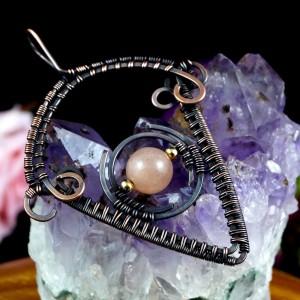 Miedziany wisior Boho z kamieniem księżycowym, ręcznie wykonany, prezent dla niej prezent dla niego, prezent urodzinowy, biżuteria autorska