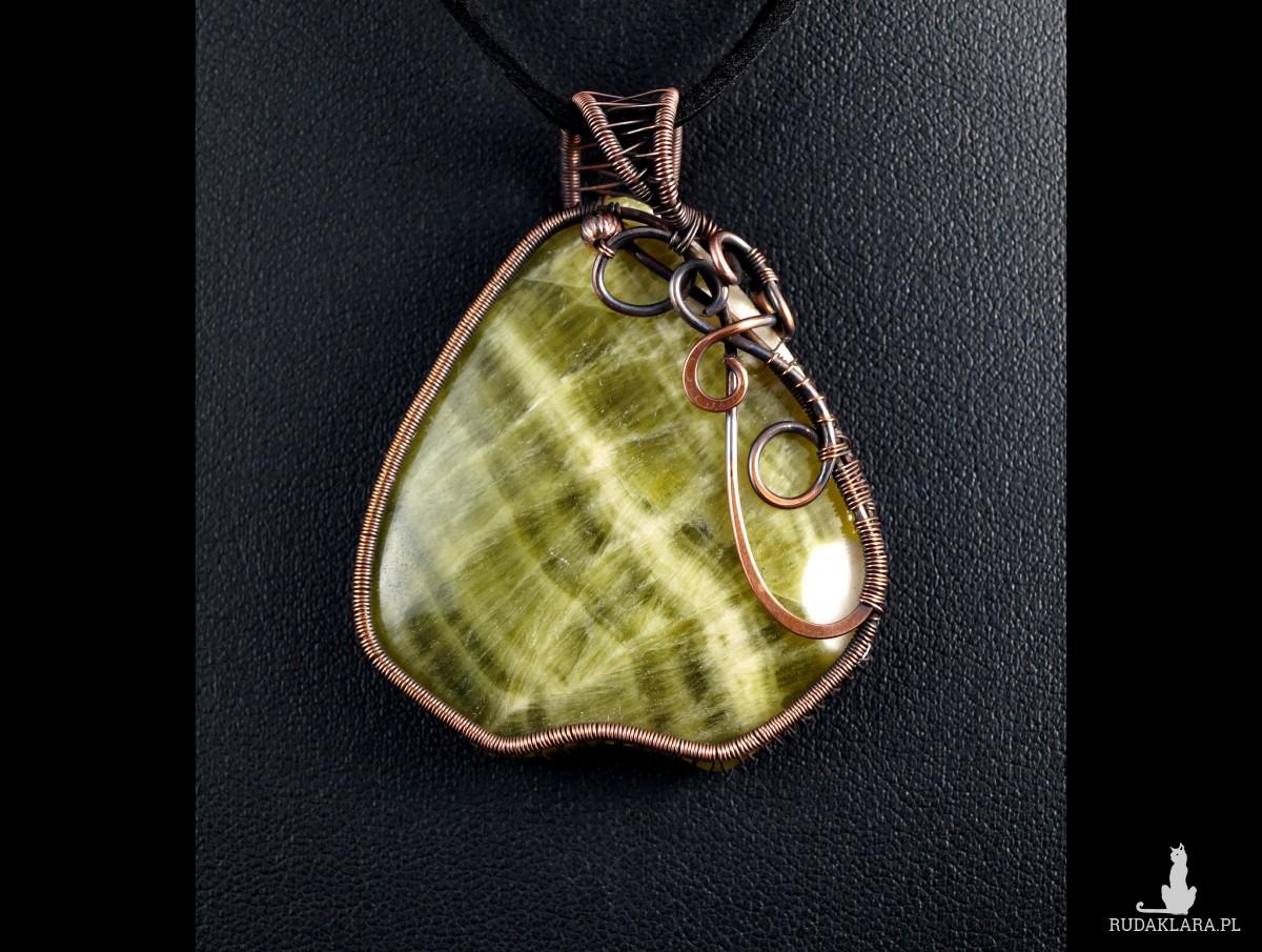 Zielony Chalcedon, miedziany wisior z chalcedonem, prezent dla mamy, prezent dla kobiety, ręcznie robiona biżuteria autorska, wire wrapped
