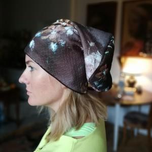 czapka damska czekoladowa w kwiaty codzienna