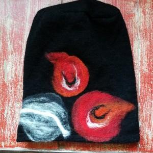 czapka handmade wełniana z kwiatem-czesanką filcowane czapki wełniane
