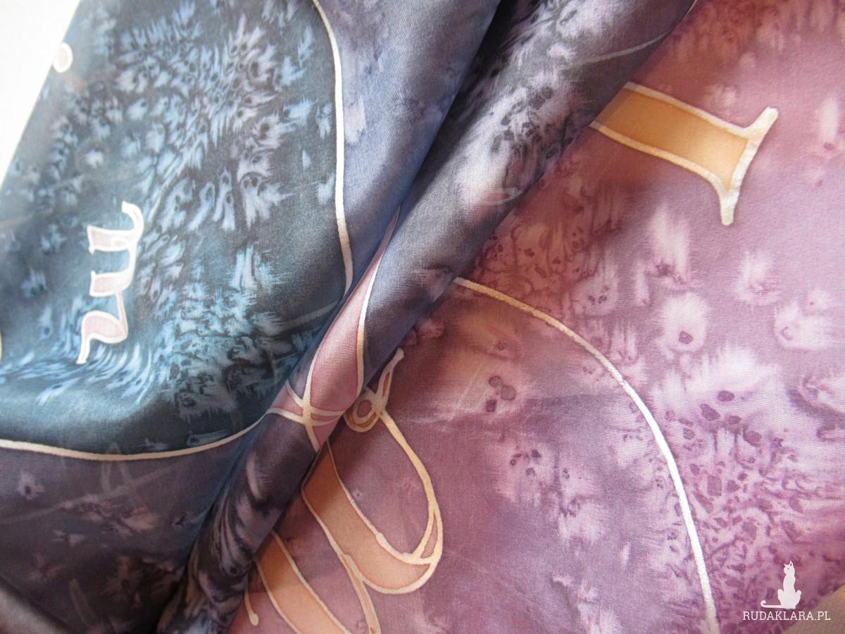 Alfabet - jedwabna chusta ręcznie malowana