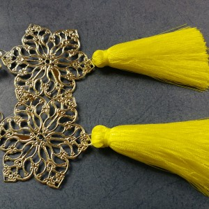 klipsy srebrno żółte kanarkowe chwosty handmade