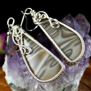 Krzemień pasiaty, Srebrne kolczyki z krzemieniem, ręcznie wykonane, prezent dla niej, prezent dla mamy prezent urodzinowy biżuteria autorska