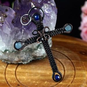 Krzyżyk z Agatem, Miedziany wisior w kształcie krzyża, ręcznie wykonany, prezent dla niej, prezent dla niego, prezent urodzinowy
