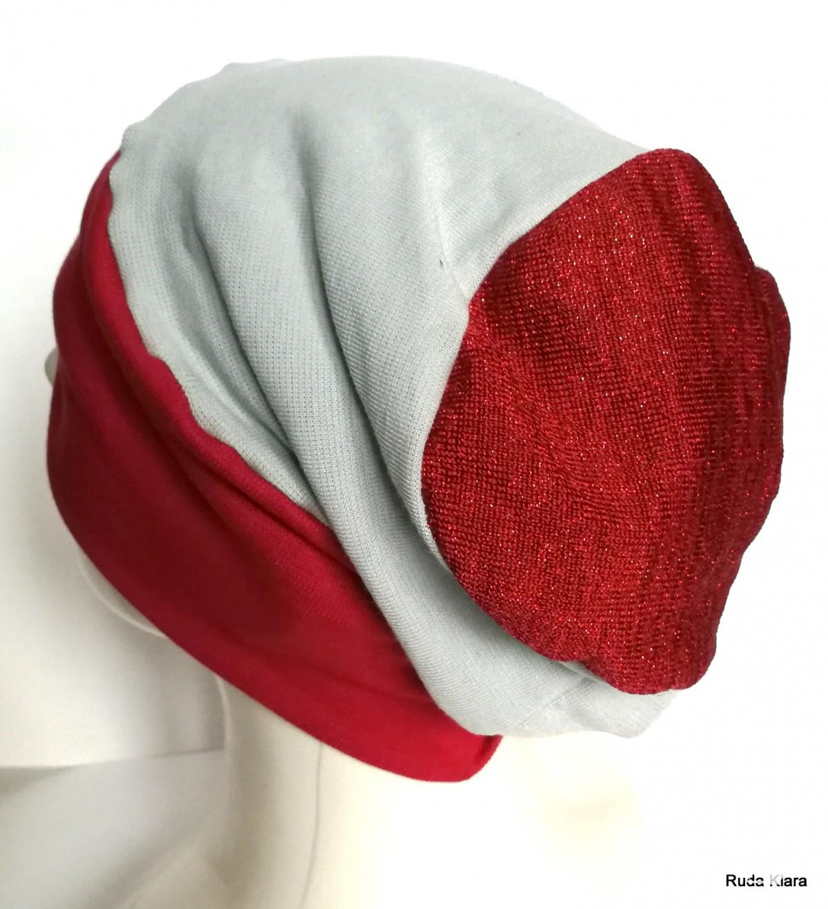 czapka damska kolor gołębi szary / niebieski z czerwoną dzianiną