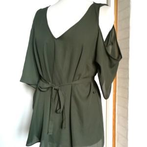 bluzka zielona z gołymi ramionami