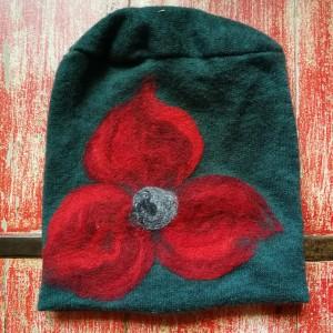 czapka handmade wełniana z kwiatem-czesanką filcowane czapki wełniane -czapka handmade na podszewce, 59cm-61cm, wełniana, filcowana wełną merynosów, bardzo ciepła, fantastyczna, miła, miękko