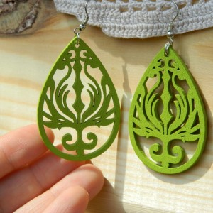 Kolczyki łezki ażurowe zielone limonkowe, biżuteria góralska parzenice, kolczyki folk, biżuteria drewniana eko