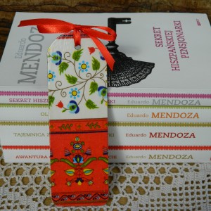 Zakładka książkowa z drewna czerwona, ludowe rustykalne kwiaty, Meksyk, styl etno boho folk