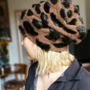 czapka futrzana damska brązowa panterka handmade uszyta ze sztucznego brązowego   futerka