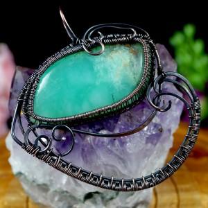 Miedziany wisior z chryzoprazem, ręcznie wykonany, prezent dla niej prezent dla niego, prezent urodzinowy, oryginalna biżuteria autorska, oko