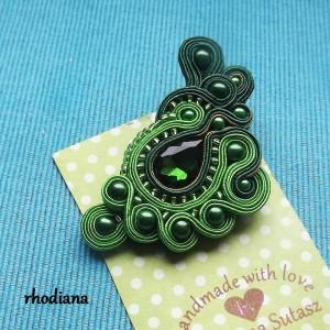 Zielona broszka sutasz