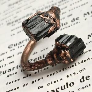 pierścionek zawijany czarny turmalin