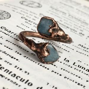 pierścionek zawijany akwamaryn