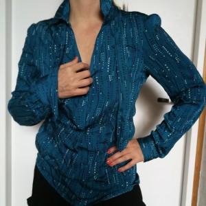 Bluzka niebieska firmy promod swobodna elegancja
