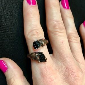 regulowany zawijany pierścień z turmalinem
