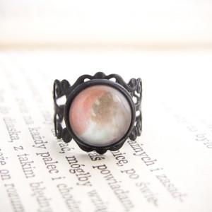 Retro pierścionek z ręcznie malowanym szkłem - brzoskwiniowy