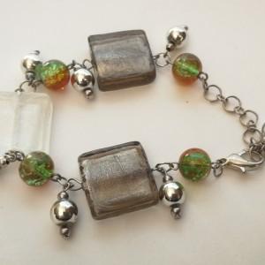 bransoletka w odcieniach szarości i zieleni