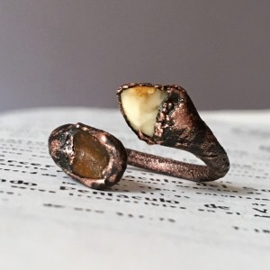 zawijany pierścionek z bursztynem