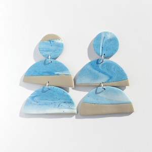 kolczyki taupe z niebieskim