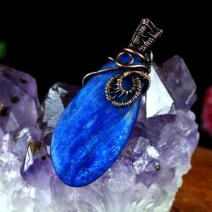 Kyanit miedziany wisior z kyanitem niebieski, prezent dla niej, prezent dla mamy, biżuteria ręcznie robiona, handmade, delikatny wisior