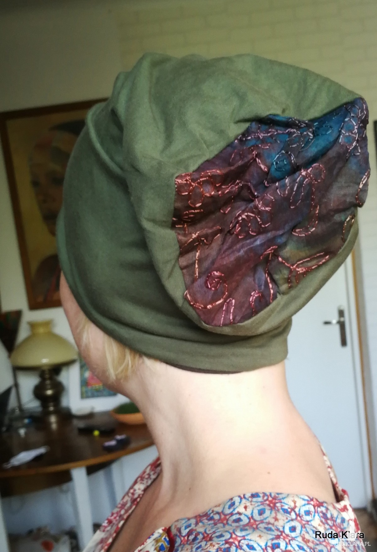 czapka damska ciemna zieleń z ćwiekami wiosenna