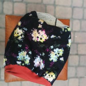 czapka damska w kwiaty na podszewce