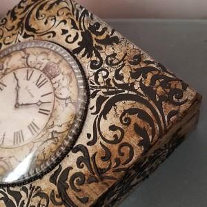 Szkatułka z zegarem