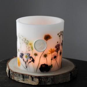 Dekoracyjny lampion świecznik Majowa Polana z drewnianą podkładką