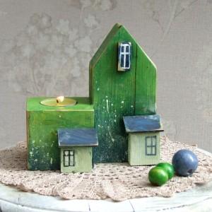 Drewniany świecznik w kształcie domku, zielony, ręcznie malowany