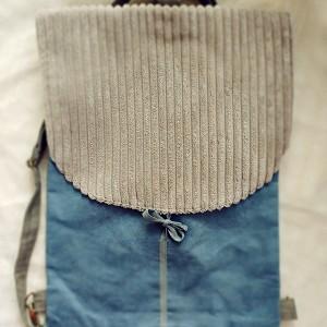 Brudnoniebieski plecak ze sztruksową klapą