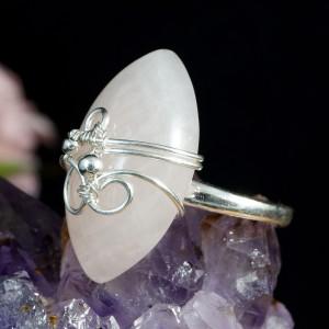 Kwarc różowy, srebrny pierścionek z kwarcem różowym, pomysł na prezent, prezent dla niej, handmade, regulowana obrączka