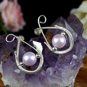 Perła słodkowodna, Srebrne kolczyki z naturalną perłą, ręcznie wykonane, prezent dla niej, prezent dla mamy, prezent urodzinowy, biżuteria